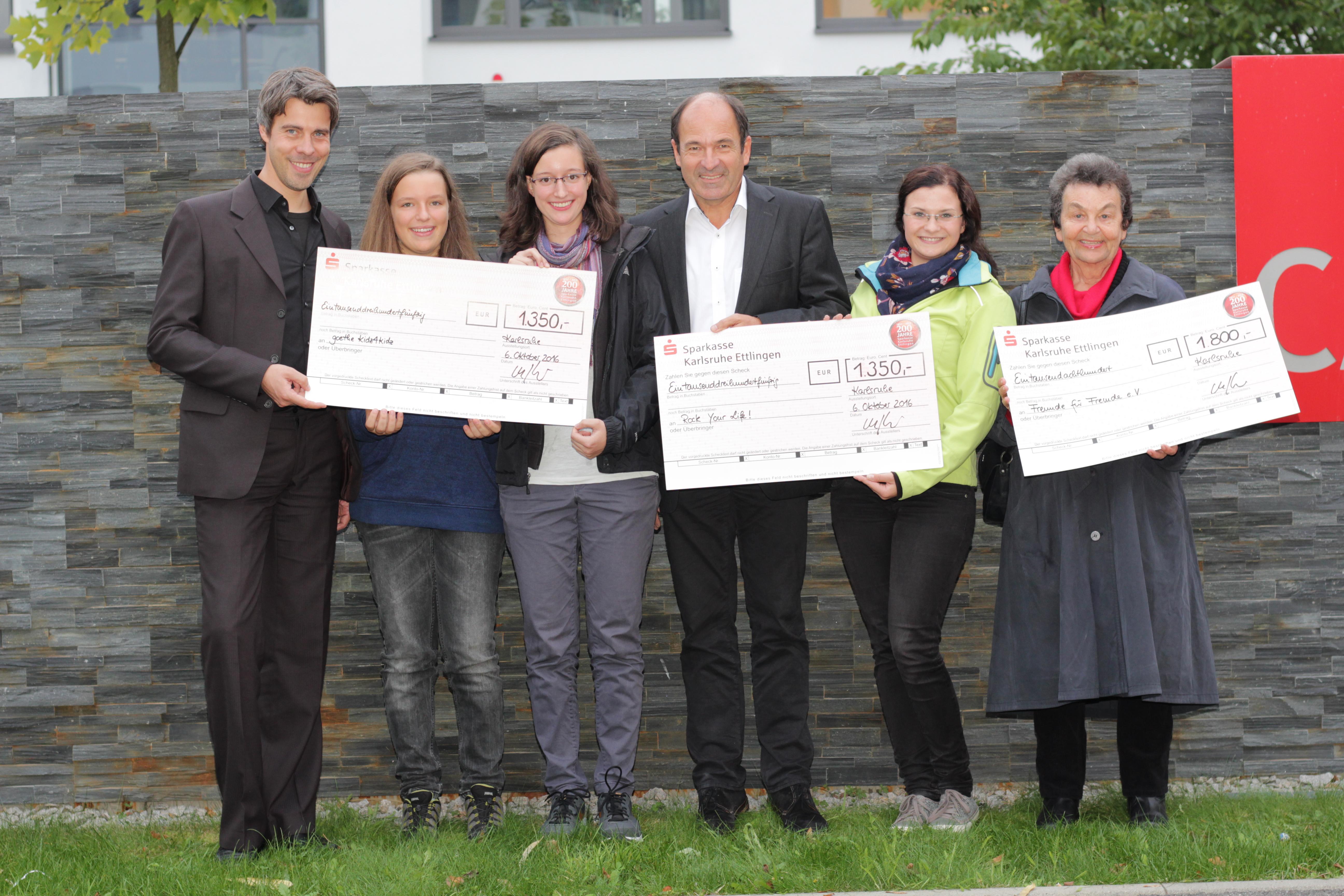 Jochen Krug (nph), Kristin & Ricarda Lehle (Goethe kidz4kidz), Martin Hubschneider (Vorstandsvorsitzender freudeschenken e.V.), Ricarda Polensky (Rock Your Life!), Gertrud Stihler (Vorsitzende von Freunde für Fremde e.V.)